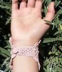 Вязанный браслет: фото