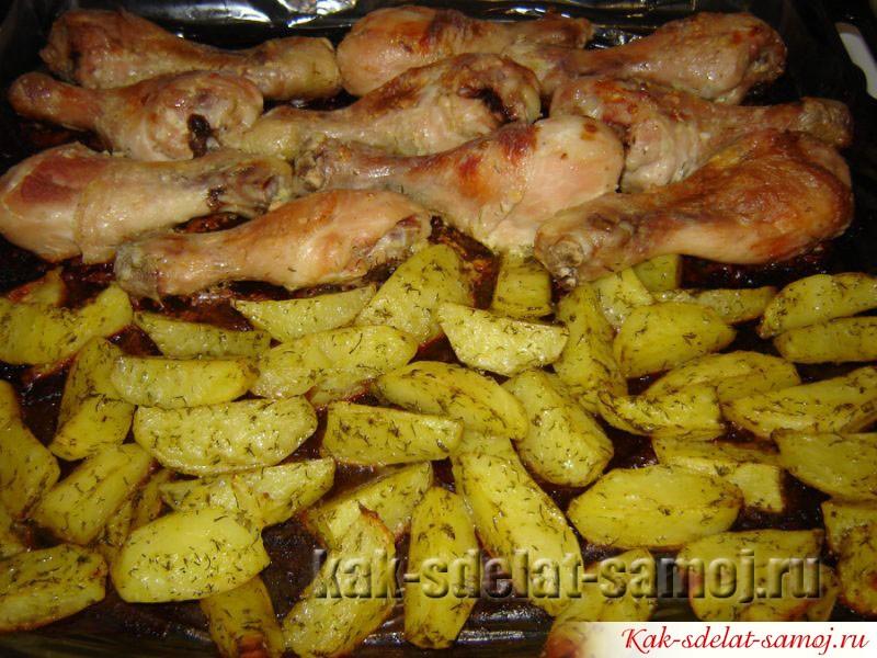 Картошка по деревенски в духовке с курицей