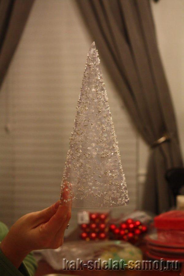 Как украсить новогодний стол своими