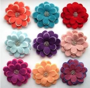 Девочки нашла такие красивые цветочки из фетра, может кому пригодятся.