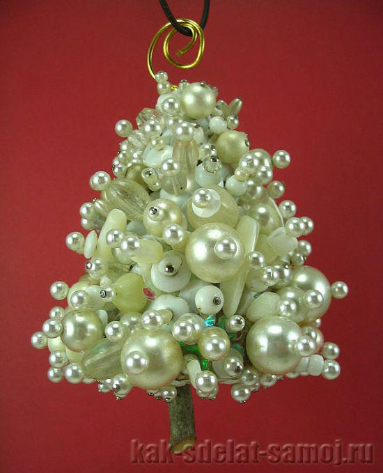 Плетеная бисером елка
