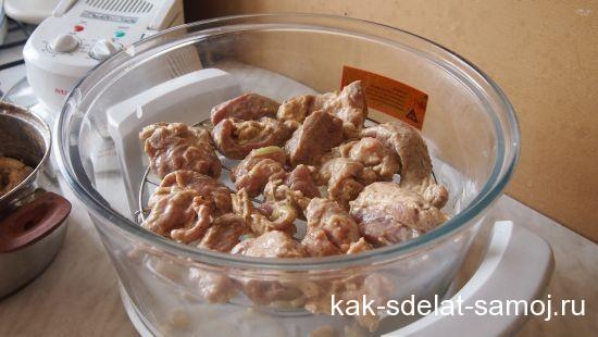 Свиной шашлычек, приготовленный в аэрогриле