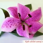 Как сделать цветок из креповой бумаги?
