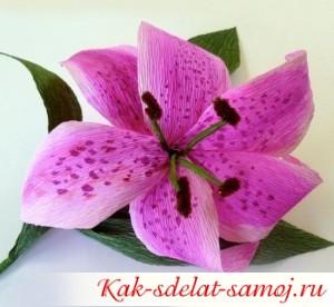 Необыкновенный цветок из креповой бумаги