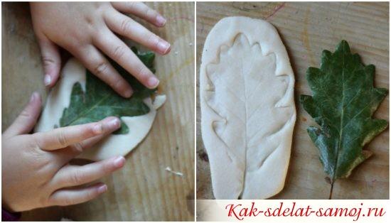 осенний листик на соленом тесте