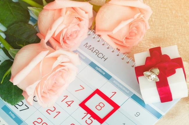 Что подарить на 8 марта 2022 девушке