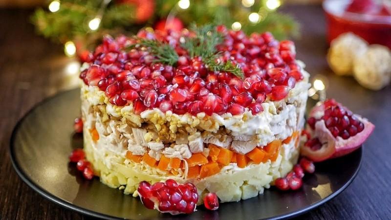 Красивый салат на Новый год 2022