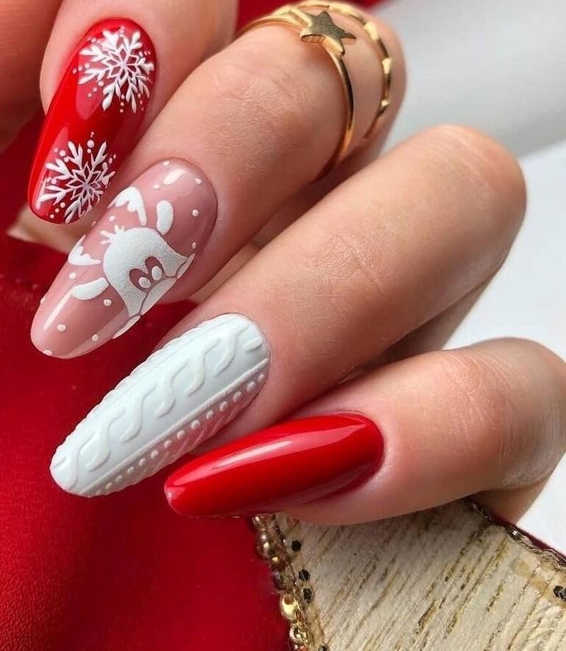 красные ногти на Новый год